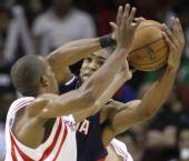 图文:[NBA]火箭VS老鹰 阿尔斯通奋力防守
