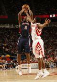 图文:[NBA]火箭VS老鹰 约翰逊跳投