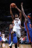 图文:[NBA]尼克斯VS雄鹿 梅森上篮