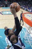图文:[NBA]黄蜂胜灰熊 瓦里克扣篮