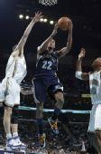 图文:[NBA]黄蜂胜灰熊 盖伊杀入篮下