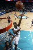 图文:[NBA]黄蜂胜灰熊 阿姆斯特朗抛投