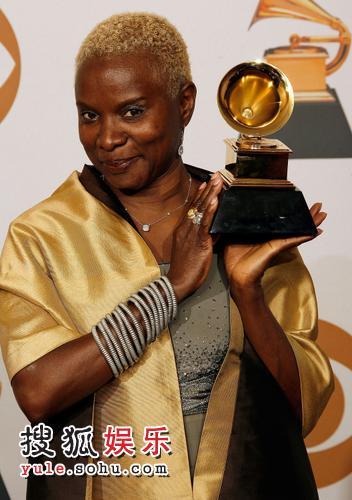 Angelique Kidjo获得最佳当代世界音乐专辑