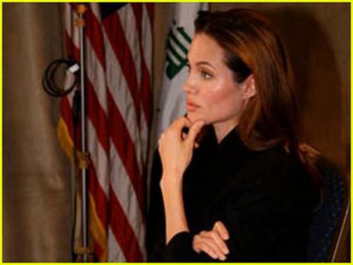朱莉日前访问伊拉克