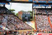 图文:NFL全明星赛精彩纷呈 大屏幕直播比赛