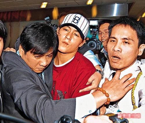 身在美国的陈冠希将于日内返港交代激情照事件,经理人公司会派出保镖到机场护驾。资料图片