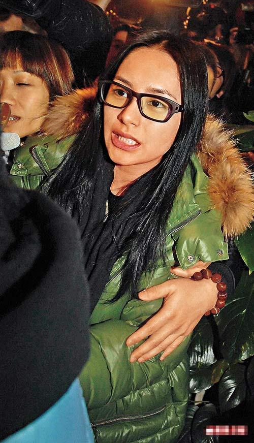钟欣桐昨日到佐敦为新唱片录音,拒绝回应激情照事件