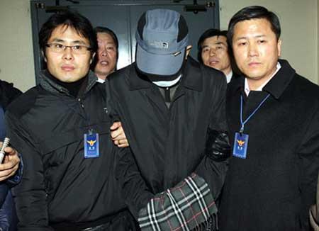 崇礼门火灾案的最大嫌疑犯蔡某12日上午被首尔地方警察厅转移到南大门警察署