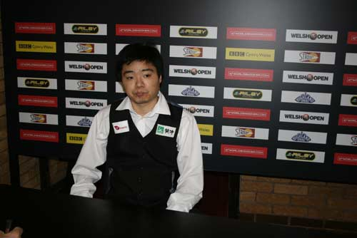 图文:丁俊晖逆转击败坎贝尔 赛后疲惫没有笑容