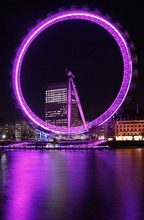 """英国首都伦敦的著名摩天轮""""伦敦眼""""新华社/法新"""