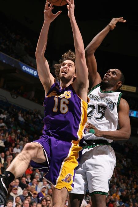 图文:[NBA]湖人胜森林狼 加索尔上篮