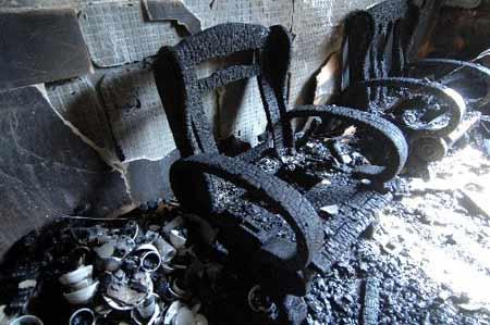 2月15日,浙江省义乌市义亭镇的成帅酒店火灾现场。当日凌晨1时50分,浙江省义乌市义亭镇成帅酒店发生重大火灾事故。截止到记者发稿时火灾已造成11人死亡4人受伤,其中两人伤势较重。新华社记者 王小川摄