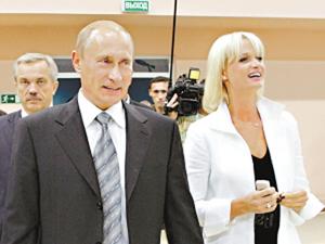 霍尔金娜与普京_在这场大选中被西方媒体誉为\
