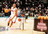 图文:[NBA]全明星技巧赛图 韦德运球突破