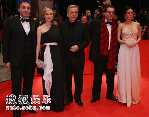 第58届柏林电影节评委会成员汇聚红毯