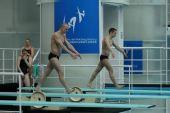 图文:跳水世界杯赛前选手训练 协调一致