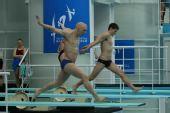 图文:跳水世界杯赛前选手训练 跑向踏板