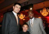 组图:NBA全明星中国之夜 姚明阿联携手李连杰