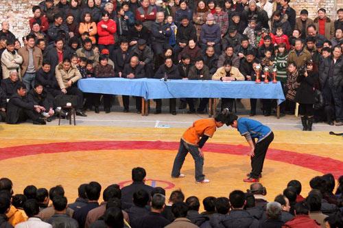 2月16日,比赛现场人头攒动。