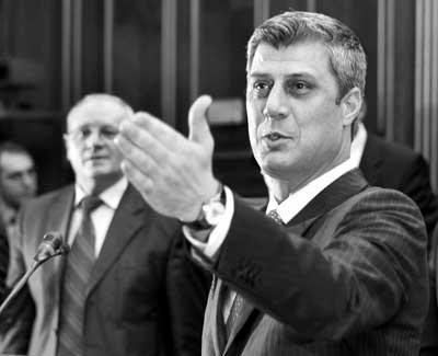 17日,科索沃总理萨奇宣读独立宣言
