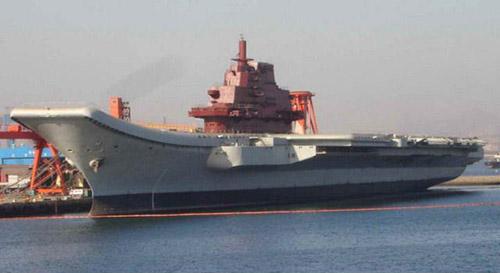 资料图:中国正在改造的瓦良格号航母