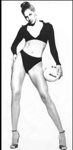 图文:沙排高挑美女瑞丝全裸出镜 修长美腿