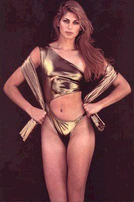 图文:沙排高挑美女瑞丝全裸出镜 身穿个性内衣
