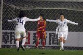 图文:[四强赛]女足3-2韩国 韩国庆祝进球