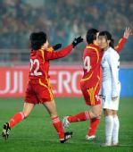 图文:[四强赛]女足3-2韩国 徐媛奔跑庆祝