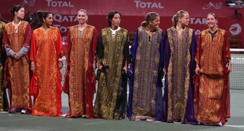 图文:多哈公开赛盛装开幕式 女选手胜似比美