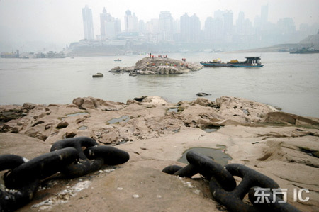 2月18日,重庆全面拉开了长江水域航道炸礁清礁的工程序幕。