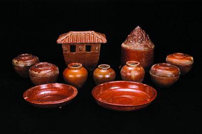 M114墓葬出土的釉陶仓