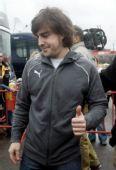 图文:[F1]巴塞罗那试车首日 阿隆索伸出大拇指