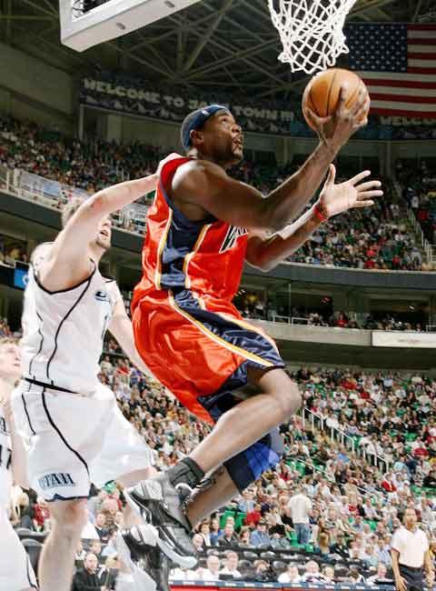 图文:[NBA]勇士负爵士 韦伯轻松上篮