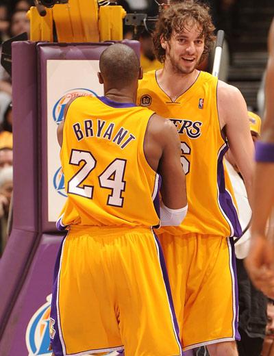 图文:[NBA]湖人轻取老鹰 科比与加索尔