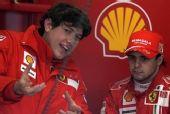 图文:F1巴塞罗那试车次日 马萨出席赛后发布会