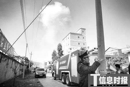增城工厂火灾腾起蘑菇云。时报记者 朱元斌 摄