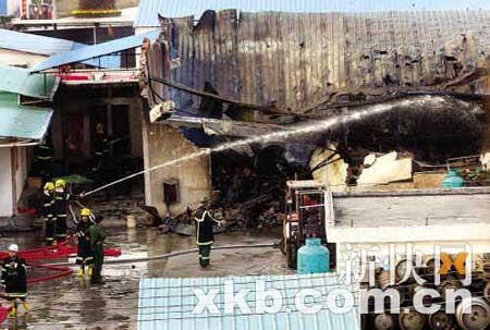 昨日下午,增城一雪种厂起火爆炸,一间厂房烧塌。