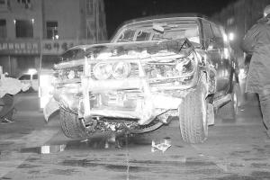 撞坏的丰田吉普