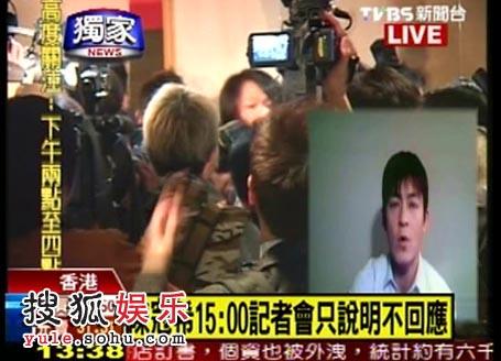 图:发布会引媒体关注 电视台直播现场—现场