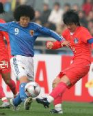 图文:[四强赛]日本VS韩国 荒川惠理子轻挑