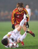 图文:女足四强赛中国0-0朝鲜 袁帆与李金淑拼抢