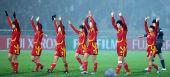 图文:女足四强赛中国队0-0朝鲜 赛后向观众致谢