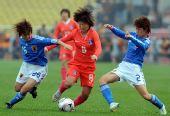 图文:[四强赛]日本胜韩国 日本队员双人夹击