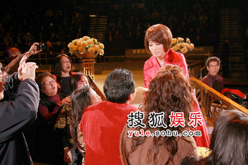 蔡琴与歌迷互动