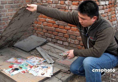 图文:北京警方抓获贩卖淫秽光盘的违法人员