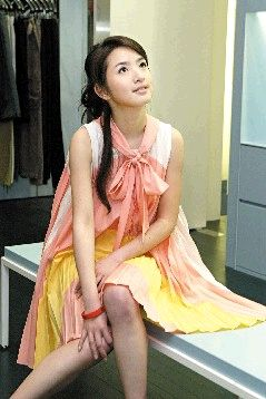 林依晨坐拥200双名鞋 从小迷恋妈妈高跟鞋(图)图片