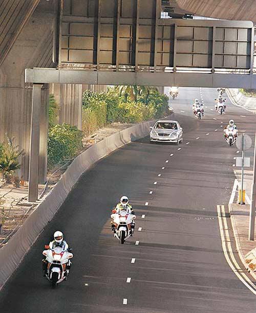 陈冠希前往记者发布会现场时,警车开道
