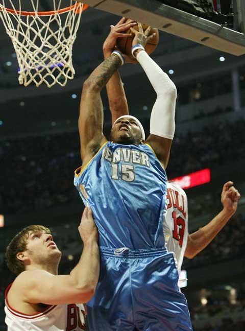图文:[NBA]掘金负公牛 安东尼篮下得分
