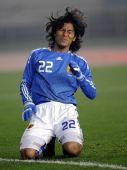 图文:[四国赛]韩国1-1日本 中泽佑二在比赛中